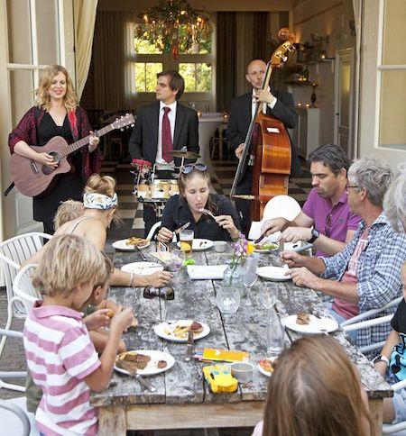 akoestische live muziek aan tafel