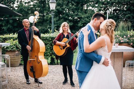 dansend bruidspaar akoestische muziek Vuur & Vlam